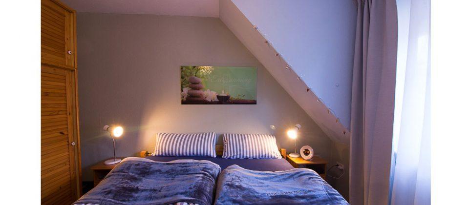 Harmonie der Farben - nach Feng Shui - auch im Schlafzimmer. Ruhige Farben und komfortable Matratzen für einen tiefen Schlaf